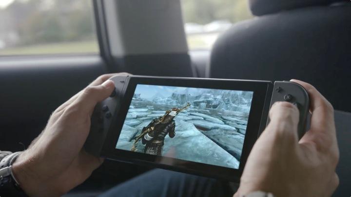 Estamos quase seguros de que tudo isto não foi um esquema, em que é um tipo a passar o vídeo de jogabilidade do Skyrim e a fingir que está realmente a correr na consola. Dito isto, nunca se sabe.