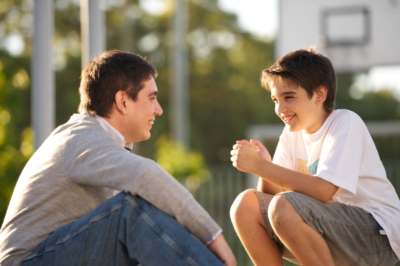 father-son-talking-1081076-wallpaper